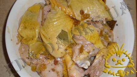 Кулинарные рецепты блюд с фото - Курица в маринаде с изюмом, запеченная в рукаве, пошаговое фото 7