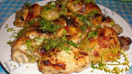 Кулинарные рецепты блюд с фото - Курица в маринаде с изюмом, запеченная в рукаве. Нажать для увеличения.