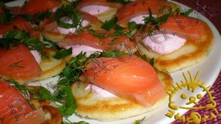 Кулинарные рецепты блюд с фото - Закусочные оладьи с семгой. Нажать для увеличения.