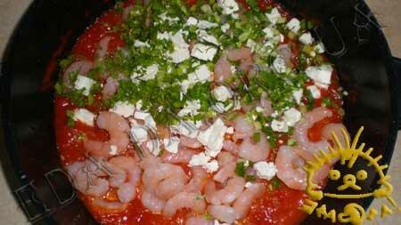 Кулинарные рецепты блюд с фото - Креветки, запеченные в томатном соусе с сыром Фета, пошаговое фото 4