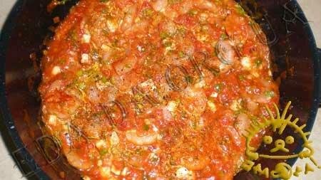Кулинарные рецепты блюд с фото - Креветки, запеченные в томатном соусе с сыром Фета, пошаговое фото 5