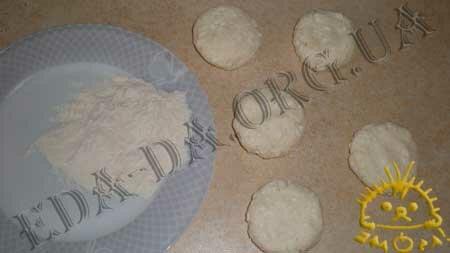 Кулинарные рецепты блюд с фото - Сырники (без соды), пошаговое фото 2