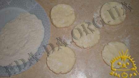 Кулинарные рецепты блюд с фото - Сырники (без соды), пошаговое фото 3