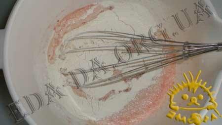 Кулинарные рецепты блюд с фото - Закусочные томатные блинчики с печенью трески, пошаговое фото 3