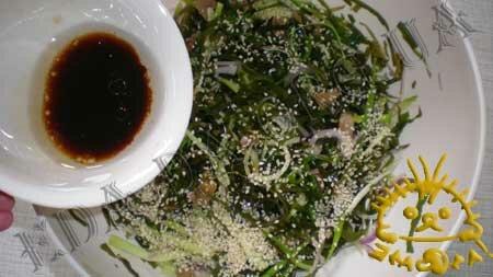 Кулинарные рецепты блюд с фото - Салат с морской капустой, огурцами и грибами, пошаговое фото 4