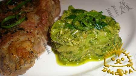 Кулинарный фото рецепт блюда - Закуска из кабачков с соусом Песто. Нажать для увеличения.