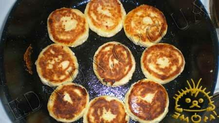 Кулинарные рецепты блюд с фото - Сырники (без соды), пошаговое фото 4