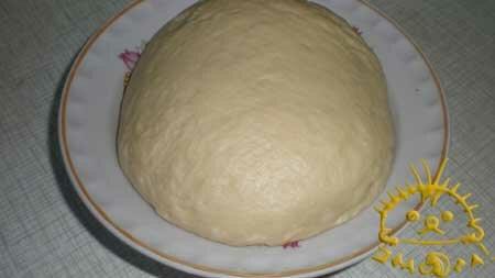 Замешиваем тесто. Тесто нужно промесить 3-4 раза с паузами в 30 минут.