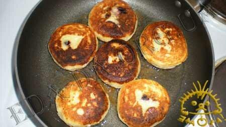 Кулинарные рецепты блюд с фото - Сырники с черникой, пошаговое фото 12