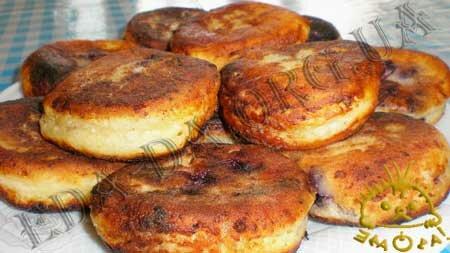 Кулинарные рецепты блюд с фото - Сырники с черникой, пошаговое фото 14