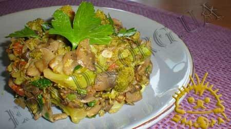Кулинарные рецепты блюд с фото - Брокколи с грибами и томатами, пошаговое фото 9.