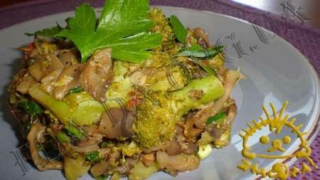 Кулинарные рецепты блюд с фото - Брокколи с грибами и томатами. Нажать для увеличения.