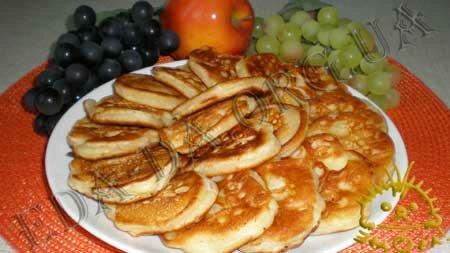 Кулинарные рецепты блюд с фото - Оладьи с яблоками. Нажать для увеличения.