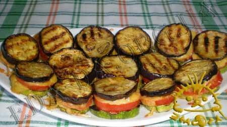 Кулинарные рецепты с фото - 'Сэндвичи' из кабачков и баклажанов с помидорами, Фото 7