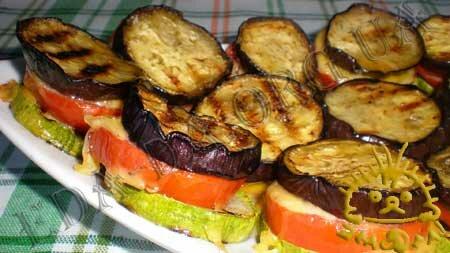 Кулинарные рецепты с фото - 'Сэндвичи' из кабачков и баклажанов с помидорами. Нажать для увеличения.