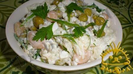 Салат из цветной капусты, зеленого горошка и фасоли