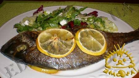 Дорада с имбирем и лимоном в пергаменте, запеченная в духовке