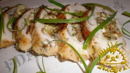 Кулинарные рецепты блюд с фото - Утиная грудка, фаршированная грибами и сыром Фета. Нажать для увеличения.