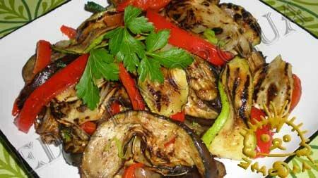 Салат из овощей, жареных на гриле