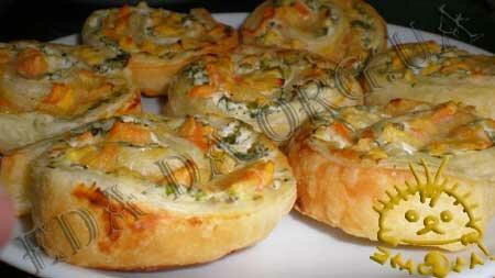 Кулинарные рецепты блюд с фото - Слоеные рулетики с творогом и хурмой. Нажать для увеличения.