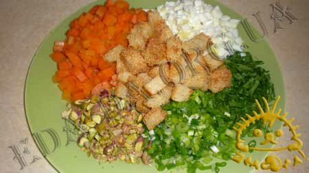Кулинарные рецепты блюд с фото - Салат Праздничный (<em>с печенью трески</em>), пошаговое фото 1