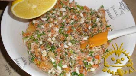 Кулинарные рецепты блюд с фото - Салат Праздничный (<em>с печенью трески</em>), пошаговое фото 3